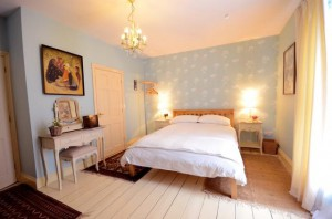 max-carolines-bedroom1